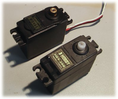 MG995 servo and another standard servo
